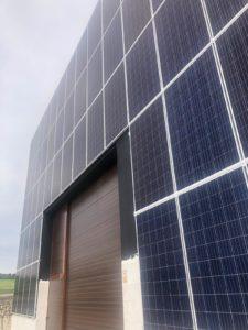 Paneles solares en fachada